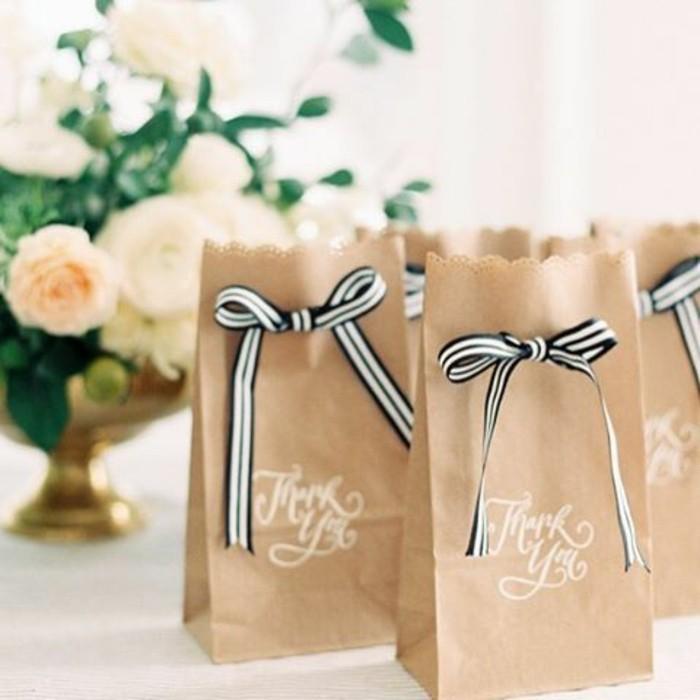 idee-mariage-petits-cadeaux-pour-les-invites-pochette-kraft