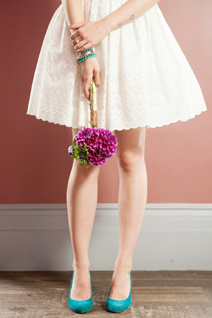 idee-robe-de-mariee-simple-courte-robe-de-mariee-simple-le-bouquet