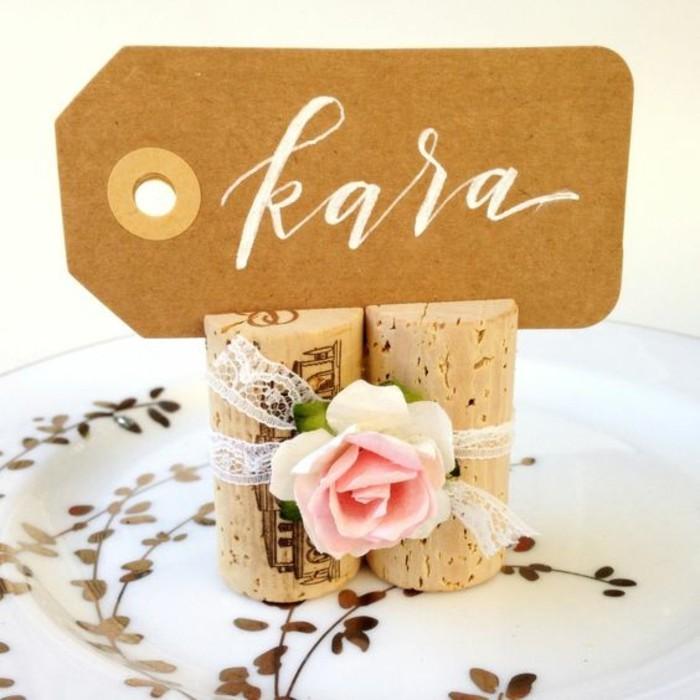 idees-de-decor-table-de-mariage-etiquettes-marque-place-en-bouchons-de-liege