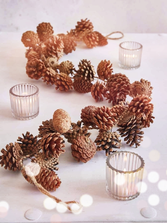 exemple comment décorer une table de Noël minimaliste, diy centre de table noel fait maison en pommes de pin