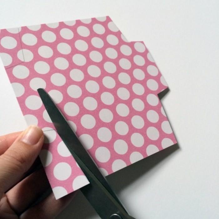 idee-comment-fabriquer-une-enveloppe-miniature-utiliser-un-patron-pour-decouper-votre-enveloppe