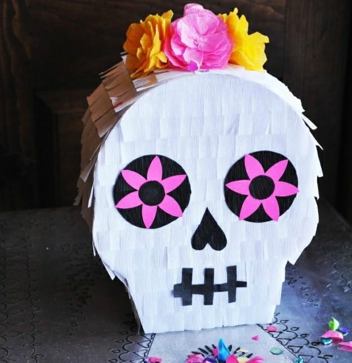 idee-de-pinata-squelette-decoree-de-fleurs-pour-la-fete-de-halloween-idee-comment-fabriquer-une-decoration-de-halloween-originale