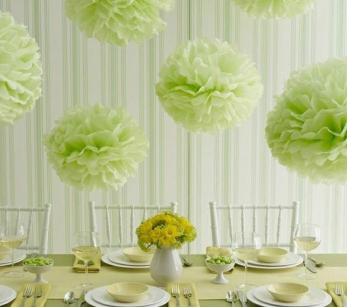 idee-de-pompon-papier-de-soie-a-fabriquer-des-pompons-verts-pour-un-decor-tout-en-vert