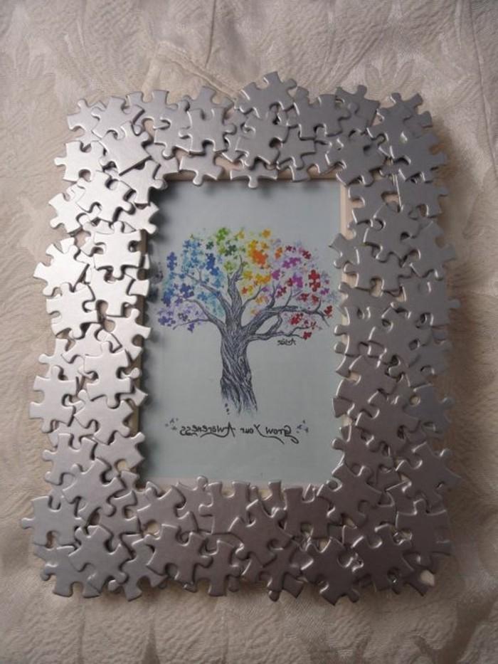 idee-pour-fabriquer-cadre-photo-decoration-cadre-avec-des-pieces-de-puzzle