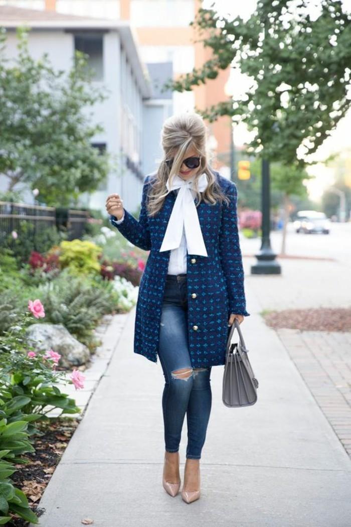 joli-manteau-cintre-femme-couleur-bleue
