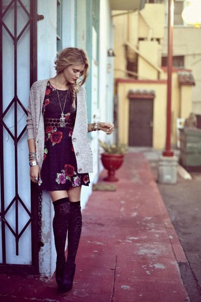 jolie-robe-a-fleurs-jambieres-a-motifs