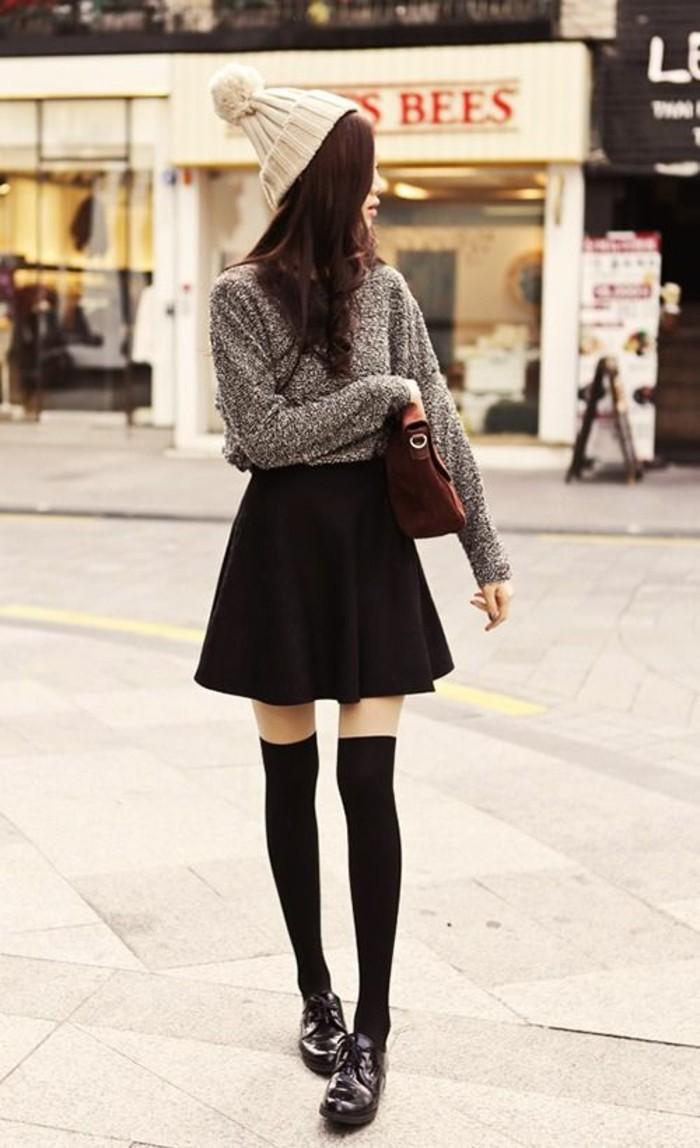 jolie-tenue-chaussettes-montantes-jupe-evasee-pull-gris-bonnet-blanc
