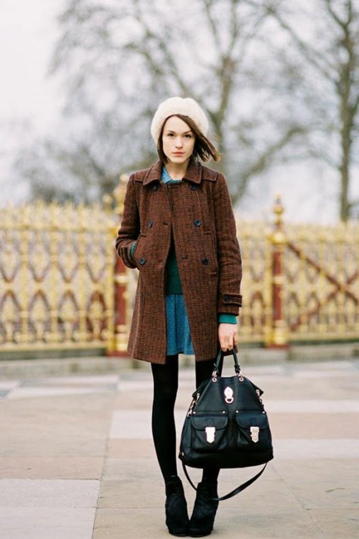 jolie-tenue-manteau-tweed-brun-jupe-evasee-bleue