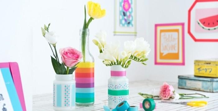 jolis-vases-de-fleurs-customises-idee-que-faire-avec-du-masking-tape-idee-tres-esthetique-pour-un-decor-elegant