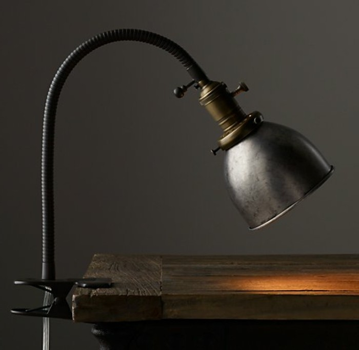 lampe-a-pince-industrielle-eclairage-original-pour-loffice