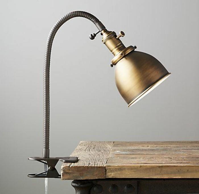 lampe-bureau-design-belle-lampe-accrochee-au-bureau