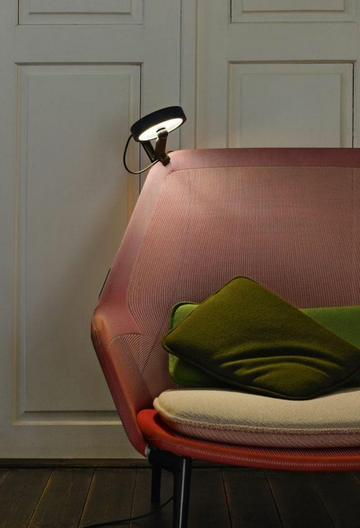 lampe-bureau-design-lampe-de-lecture-et-sofa-vintage-rose