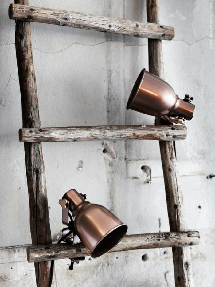 lampe-bureau-design-lampes-industrielles-et-echelle-en-bois