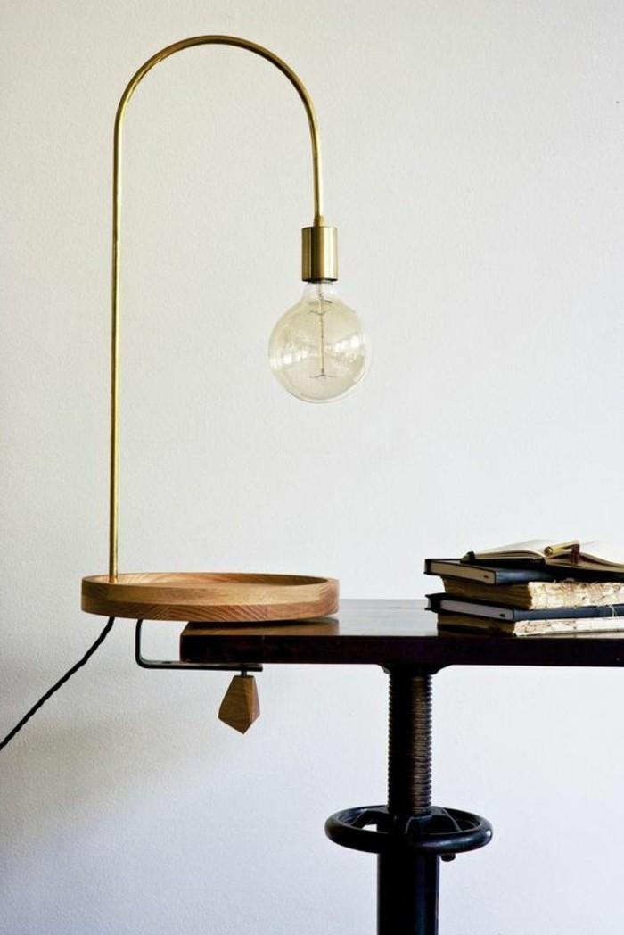 lampe-bureau-design-minimaliste-support-en-bois-et-ampoule