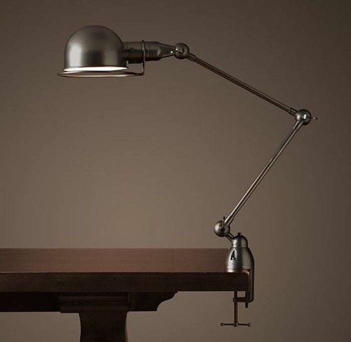 lampe-pince-lampe-jielde-a-accrocher-a-une-table