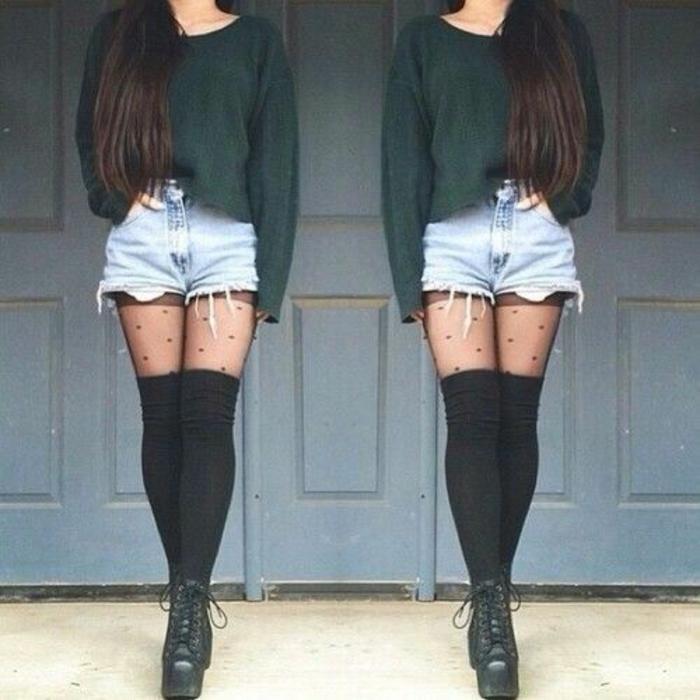 large-pull-vert-minishort-en-jean-jambieres-par-dessus-collant