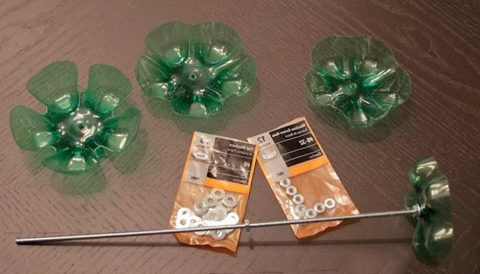 les-materiaux-necessaire-pour-fabriquer-un-bougeoir-a-partir-de-plastique-recyclable-projet-diy-facile-a-realiser