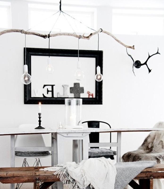 luminaire-design-scandinave-chic-naturel-des-ampoules-electriques-suspendues-d-une-branche-idee-d-abat-jour-diy