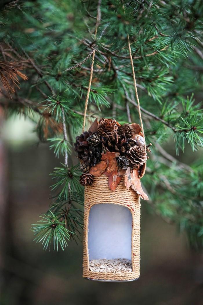 mangeoire-pour-oiseaux-materiaux-naturels-pommes-de-pins-mini-idee-fantastique