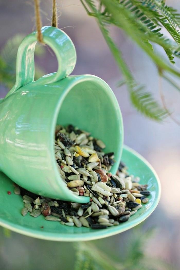 mangeoire-pour-oiseaux-tasse-et-soucoupe-verts-nature-beaute-simple