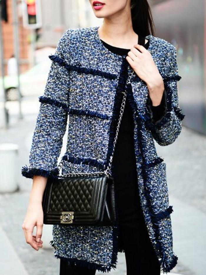 manteau-cintre-femme-modele-chanel-petit-sac-en-cuir