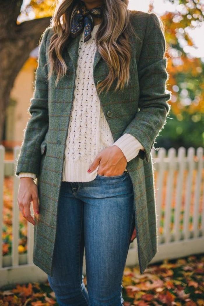 manteau-en-laine-femme-couleur-verte-tenue-decontractee