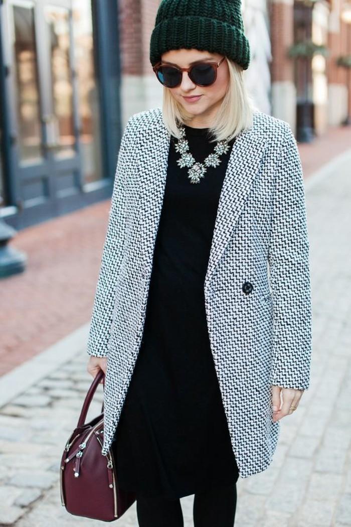 manteau-gris-chine-femme-collier-tendance-robe-noire