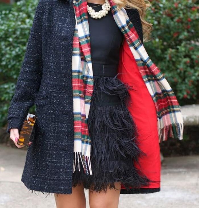manteau-tweed-femme-robe-de-cocktail-echarpe-ecossaise