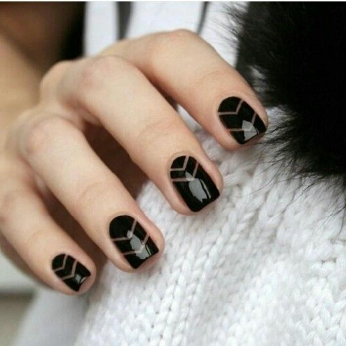 manucure-facile-manucure-noir-classique-elegant-simple-motifs-triangulaires