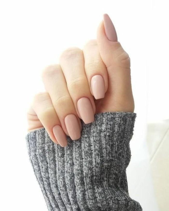 manucure-maison-couleur-peau-ongles-pures-mains-doux-et-feminins