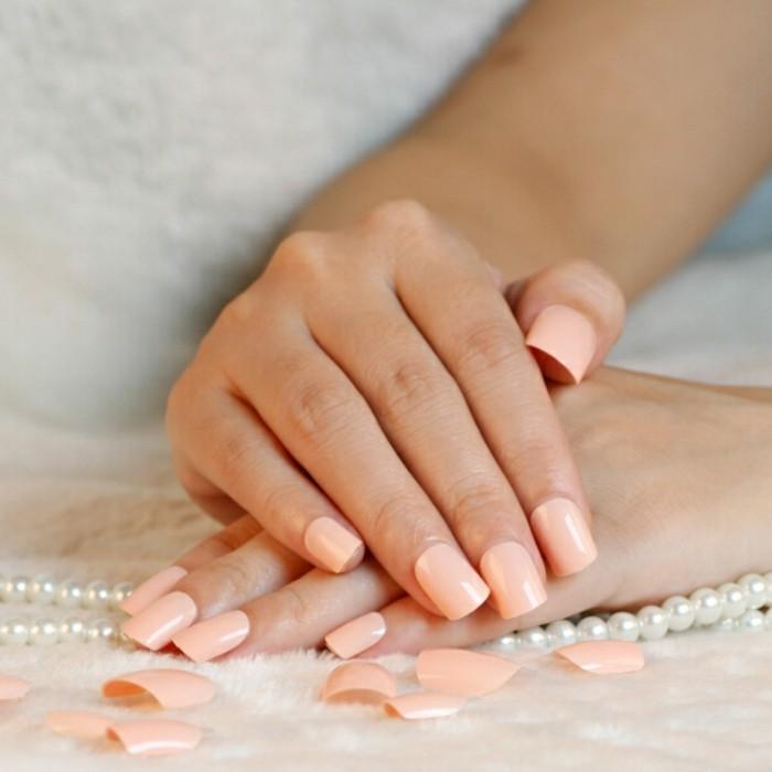 manucure-maison-perles-ongles-en-couleur-peau-beaute-feminine