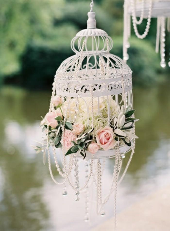 mariage-retro-chic-cage-a-oiseau-guirlande-en-cristaux-et-perles