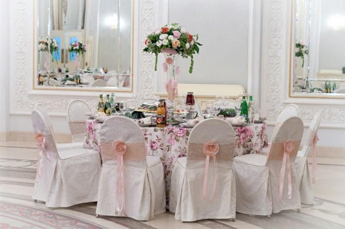 mariage-retro-chic-chaises-rubans-en-dentelles-et-soie