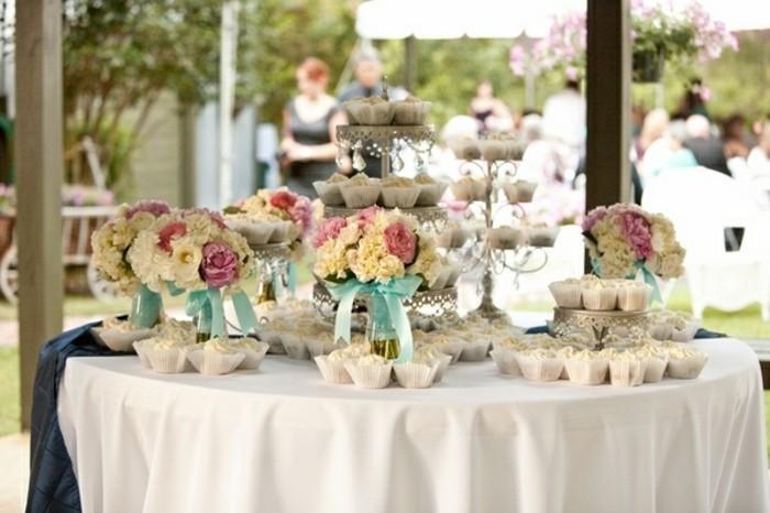 mariage-retro-chic-fontaine-en-gateaux-rubans-bleus