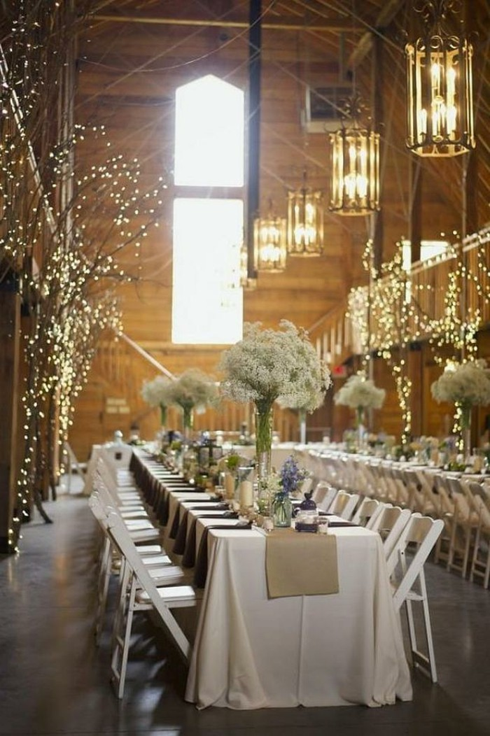 mariage-retro-chic-guirlandes-lumineuses-tables-fleurs