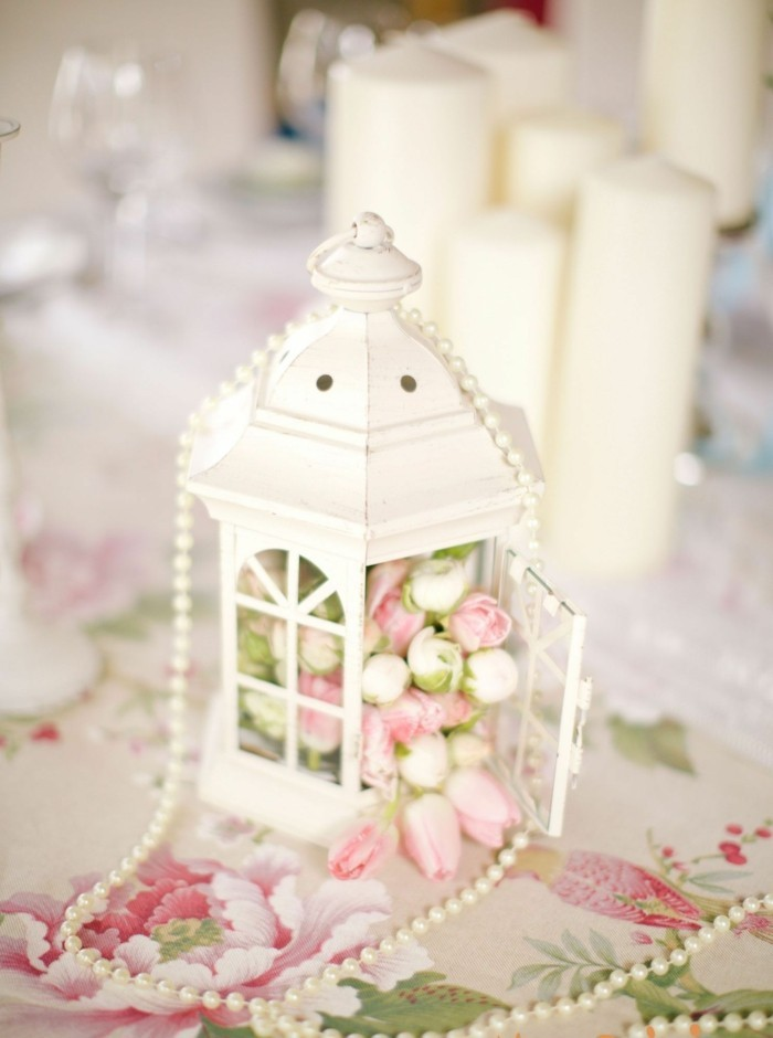 mariage-retro-chic-lanterne-nappe-en-motifs-floraux-bougies