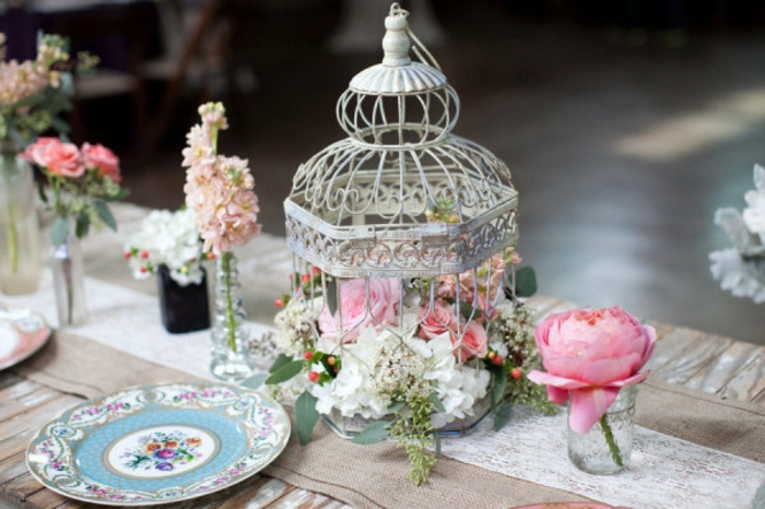 mariage-shabby-chic-cage-a-oiseau-fleurs-roses