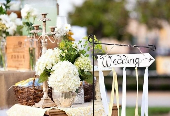 mariage-shabby-chic-decoration-fleurs-blanches-bougeoirs