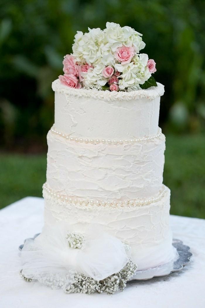 mariage-shabby-chic-tarte-perles-et-roses-bijoux-decoratif