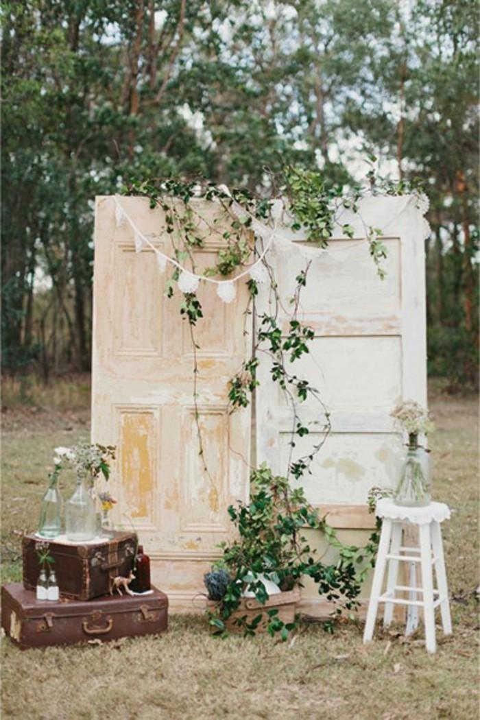 mariage-vintage-decoration-coffre-mur-en-bois-vases