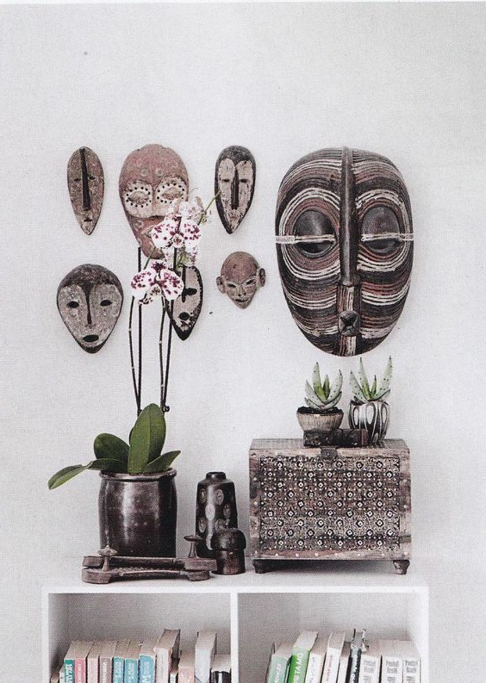masques-africains-plantes-orchidee-livres-coffre