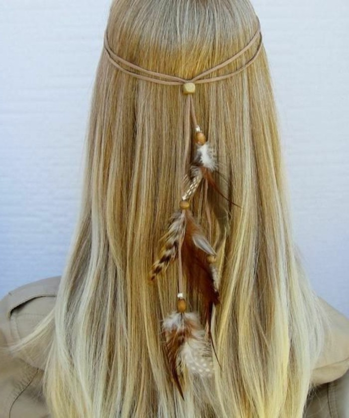 meche-plume-cheveux-blonds-longs-raides