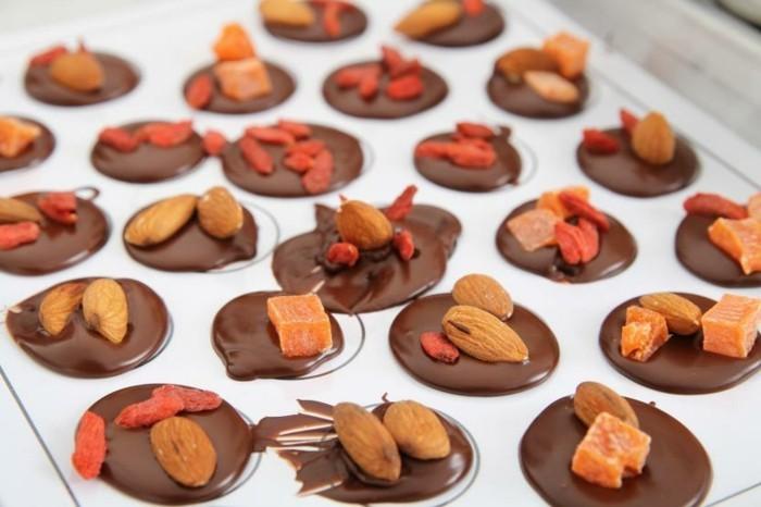mendiants-au-chocolat-gourmandises-de-noel-faciles-a-faire