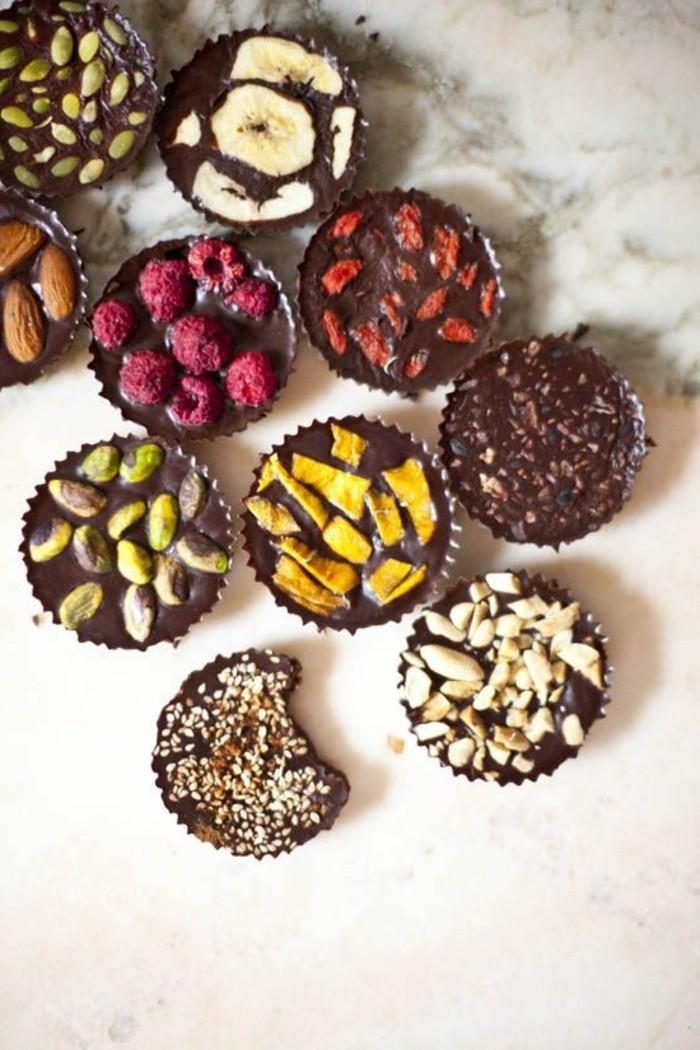 mendiants-au-chocolat-mendiants-aux-framboises-et-bananes