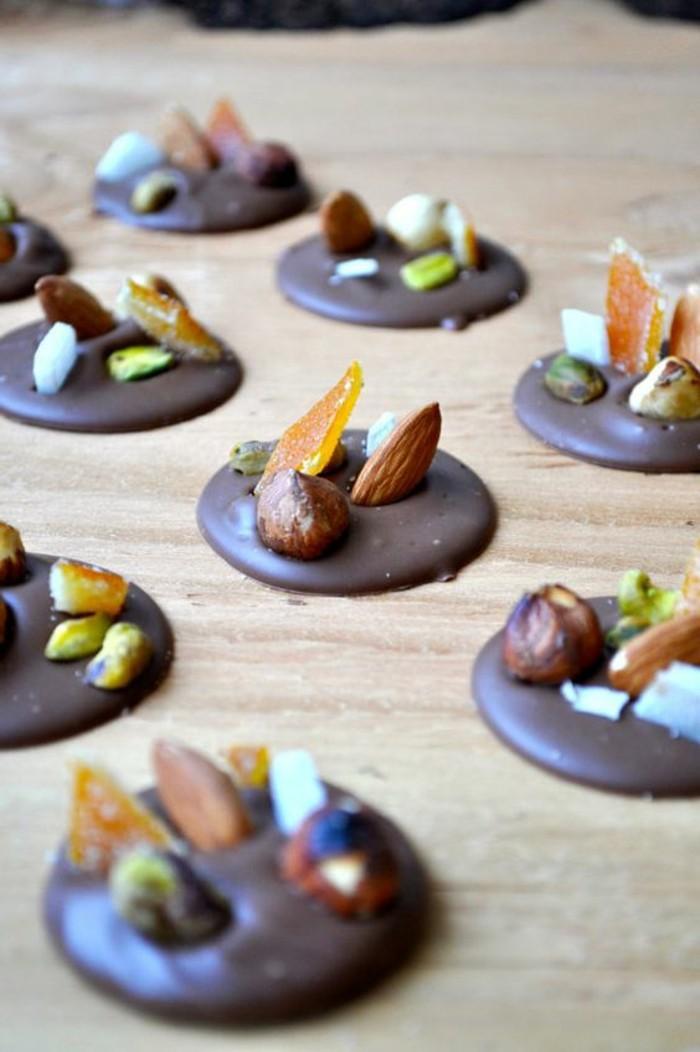 mendiants-chocolat-preparer-des-desserts-de-noel-en-chocolat