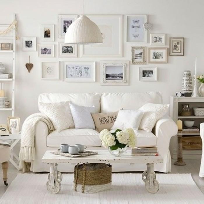meubles-shabby-chic-murs-avec-des-photos-table-en-bois-canape-blanc-couverture-en-laine