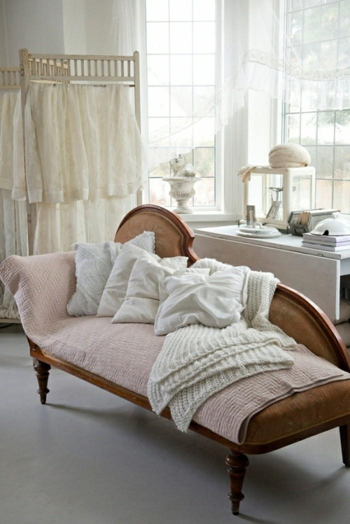 meubles-shabby-chic-vestiaire-coussins-couverture-au-crochet-voiles