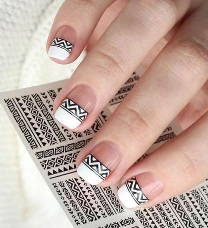 modele-ongle-art-estampage-en-motifs-geometriques-noir-et-blanc