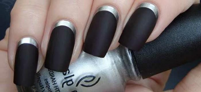 modele-ongle-manucure-noir-contours-en-argent-simplicite-et-elegance