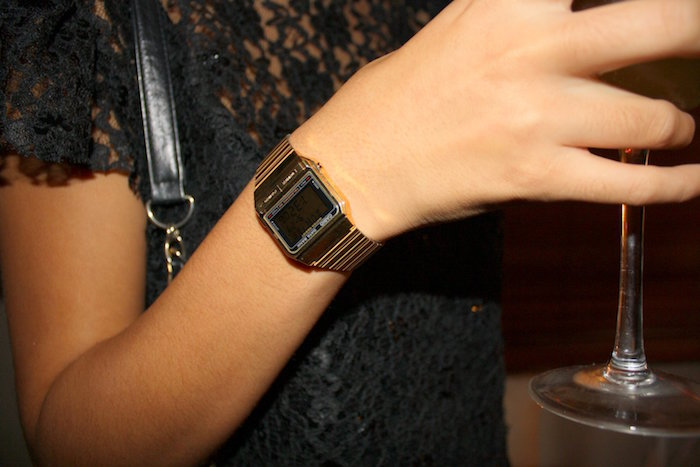 montre-casio-femme-or-retro-vintage-digitale-bracelet-metal-bronze